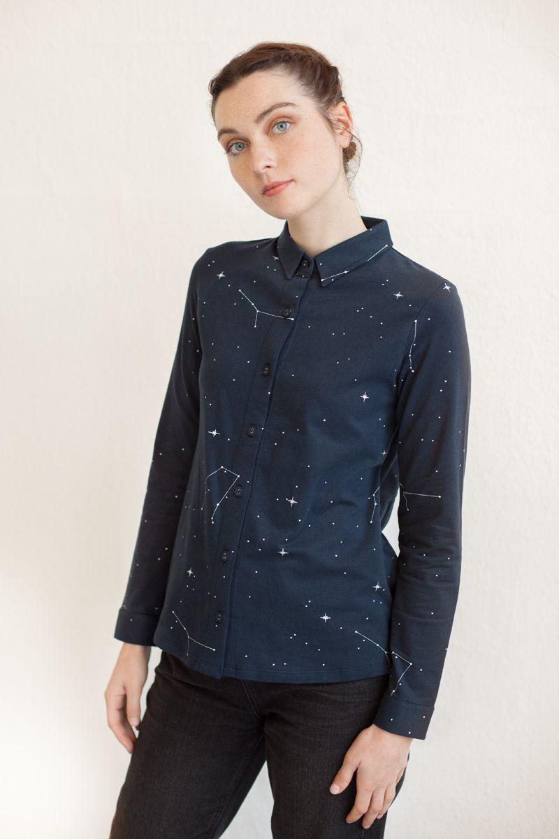 e5b2a5b4a1 Camisa azul marino mujer estampada de algodón orgánico GOTS - Fieito