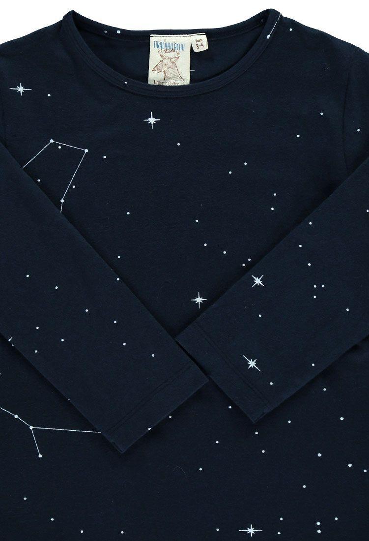 Camiseta niños de algodón orgánico color azul en detalle