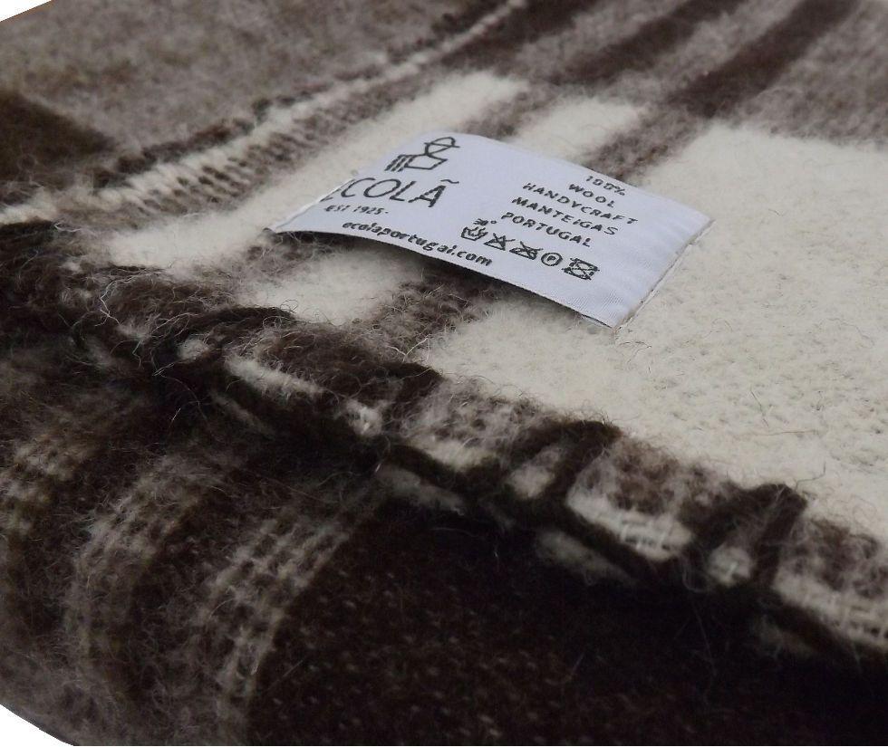 Detalle cubrecama de lana natural