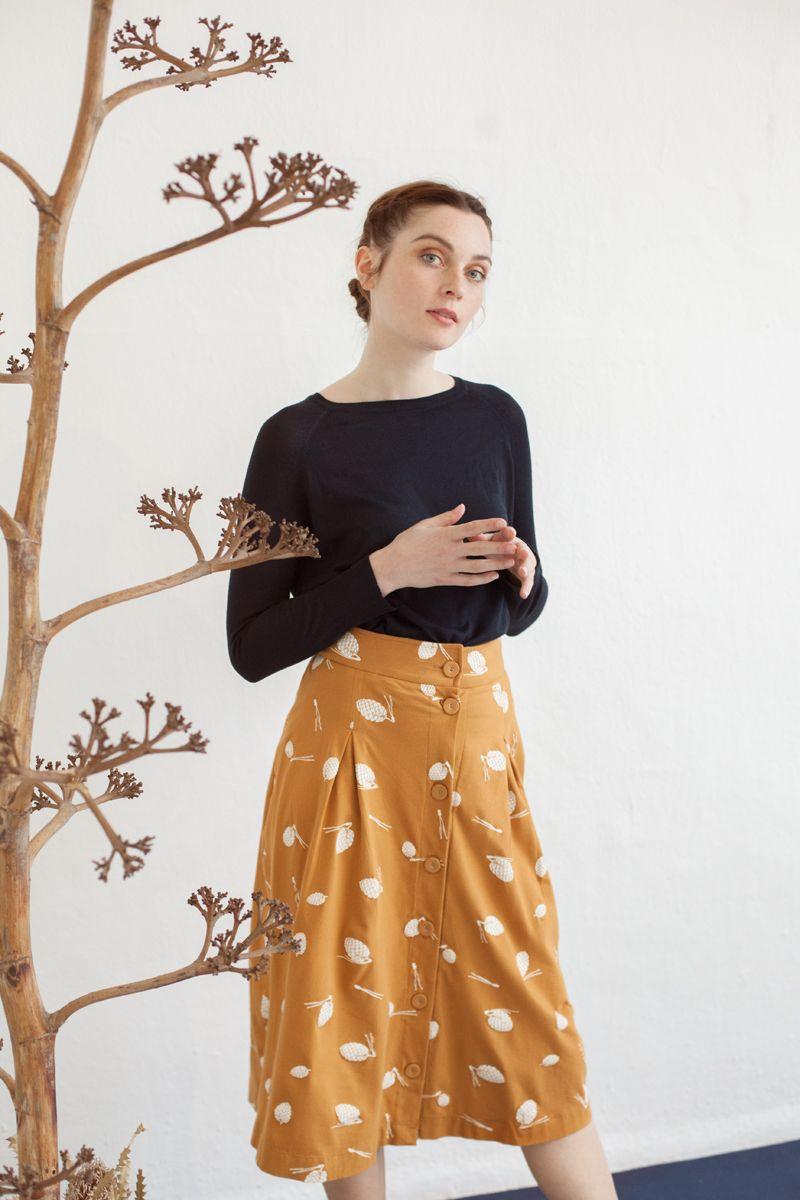 88b8c25f5 Falda midi con botones color mostaza de algodón ecológico - Fieito