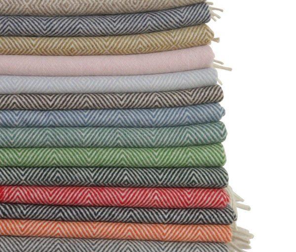 Mantas de lana de colores varios