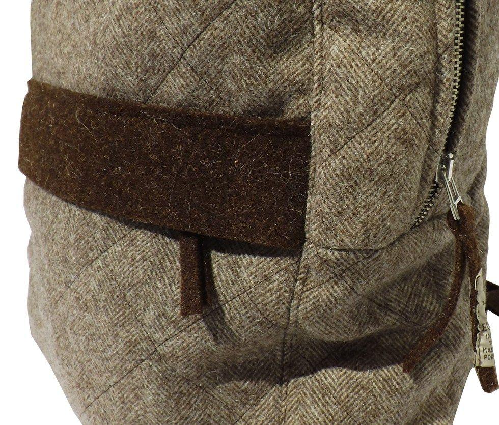 Detalle bolsillos mochila acolchada de lana orgánica natural
