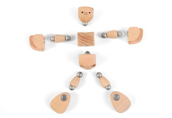 Muñeco de madera con imanes desmontado