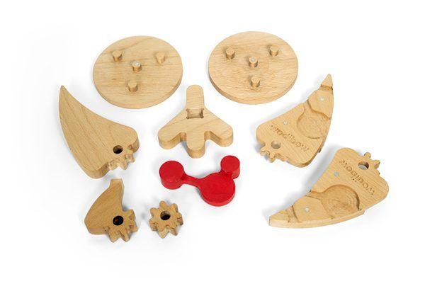 Juguete educativo para montar un puzzle de madera desmontado