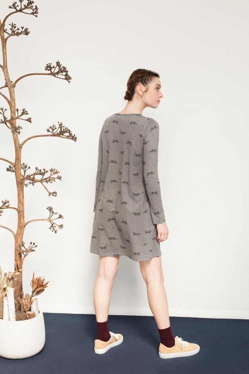 Vestido evasé estampado en gris
