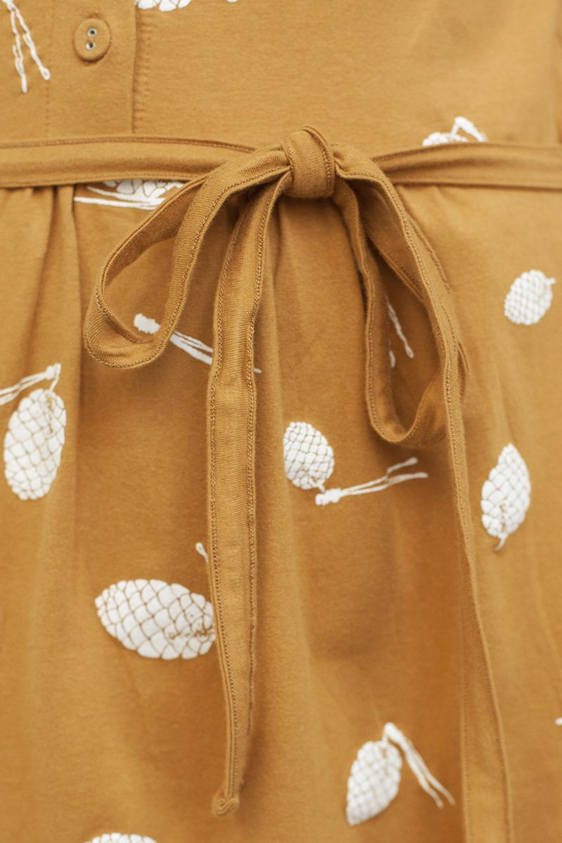 Vestido mostaza con lazo y estampado de piñas