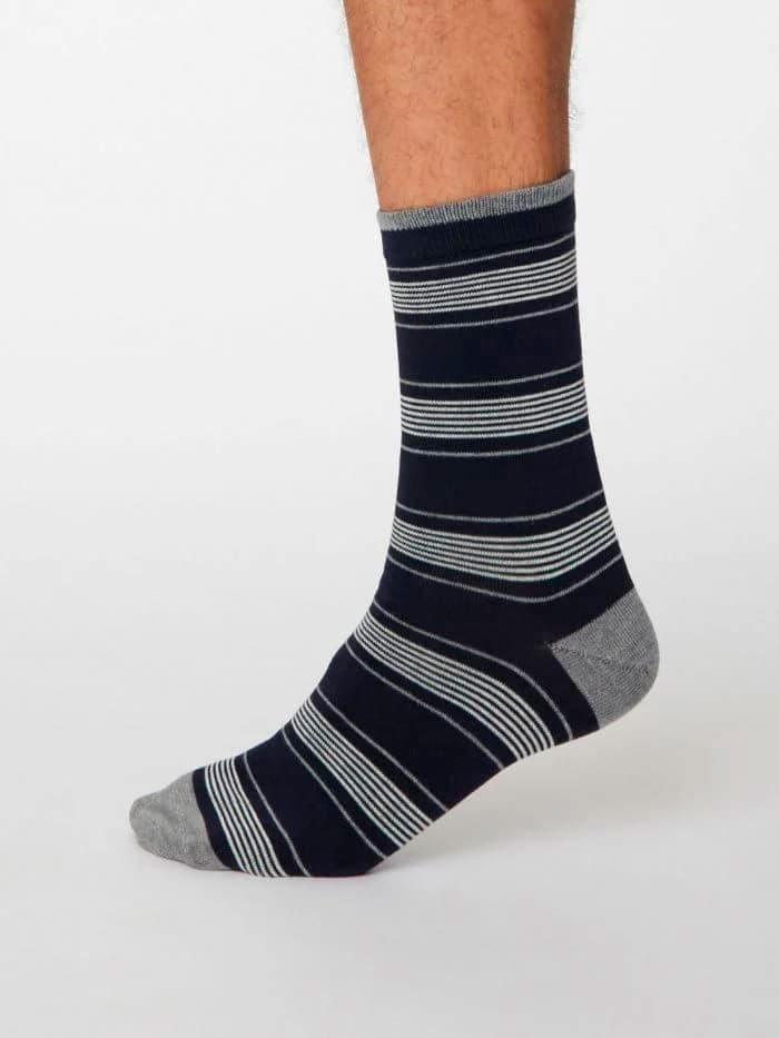 Calcetines de bambú de rayas azules y grises
