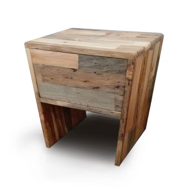 Mesita de noche de madera variada
