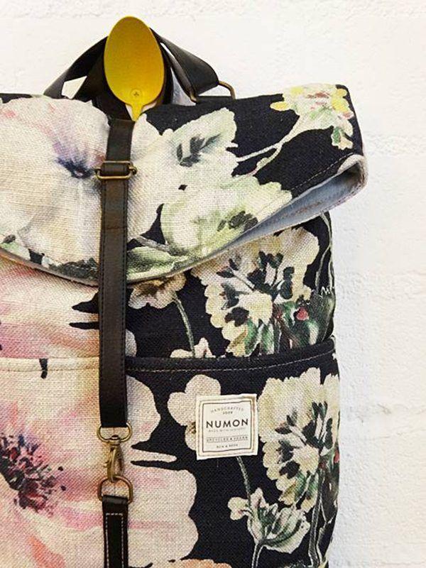 Mochila vintage con estampado de flores