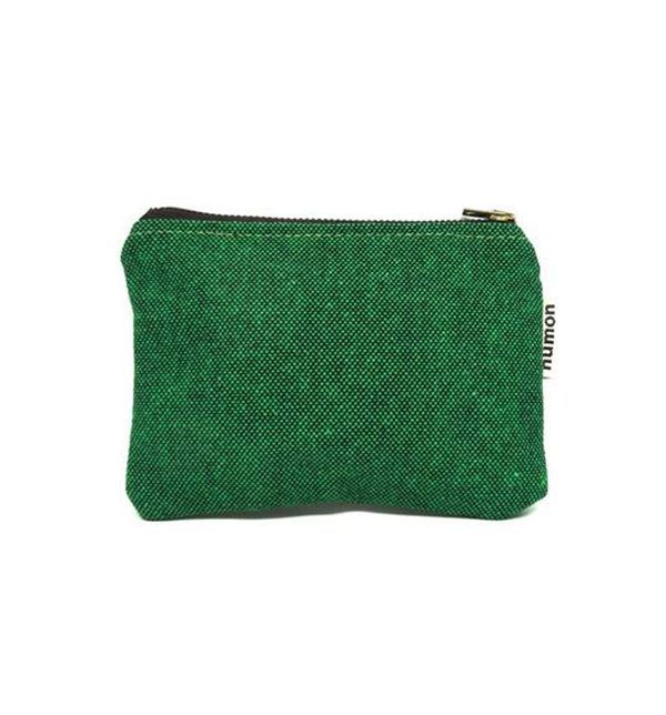 Monedero reciclado verde con forro estampado geométrico