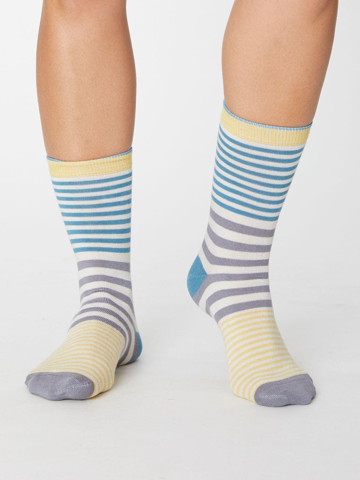 Calcetines mujer de rayas azules, grises y amarillas