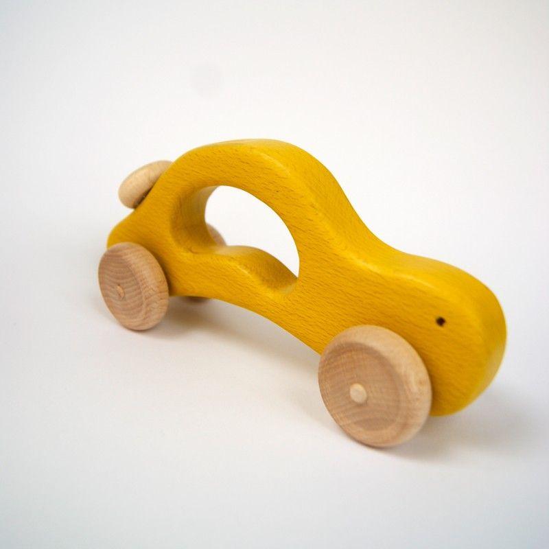 Coche artesanal amarillo