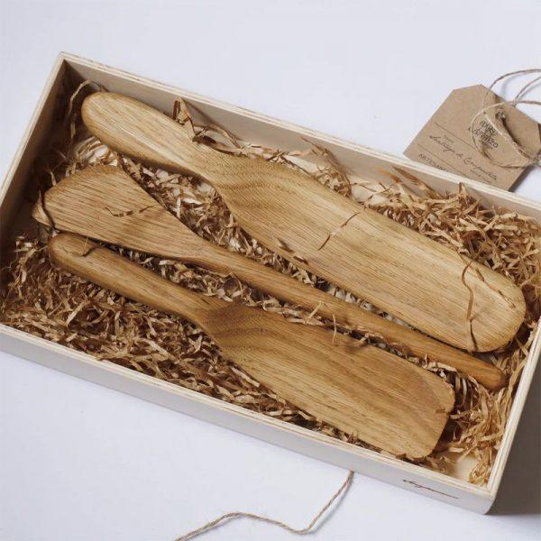 Utensilios de cocina en estuche de madera
