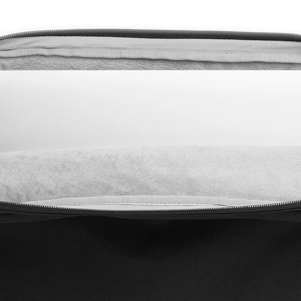 Detalle del interior de la funda para portátil color negro
