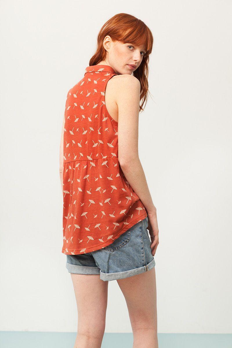 Camisa sin mangas terracota estampado sombrillas espalda