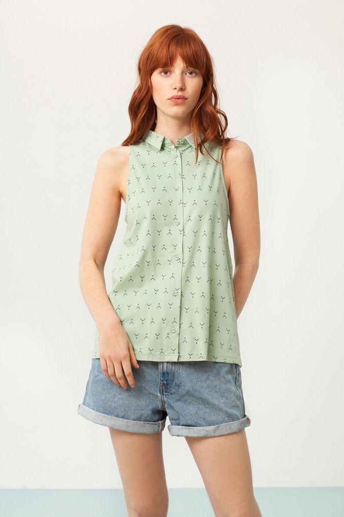 Camisa sin mangas verde estampado abstracto frente