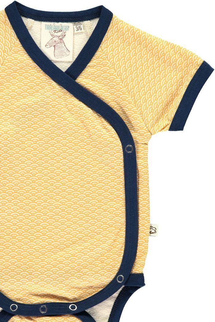 Detalle body kimono color miel estampado japonés