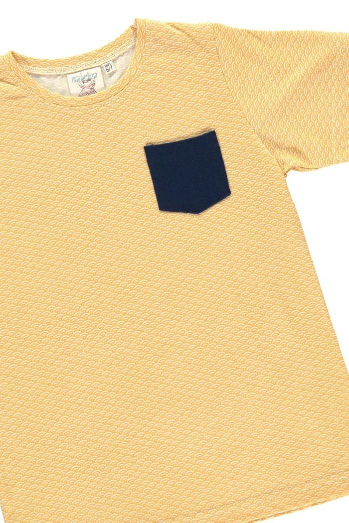 Detalle camiseta infantil color miel estampado japonés