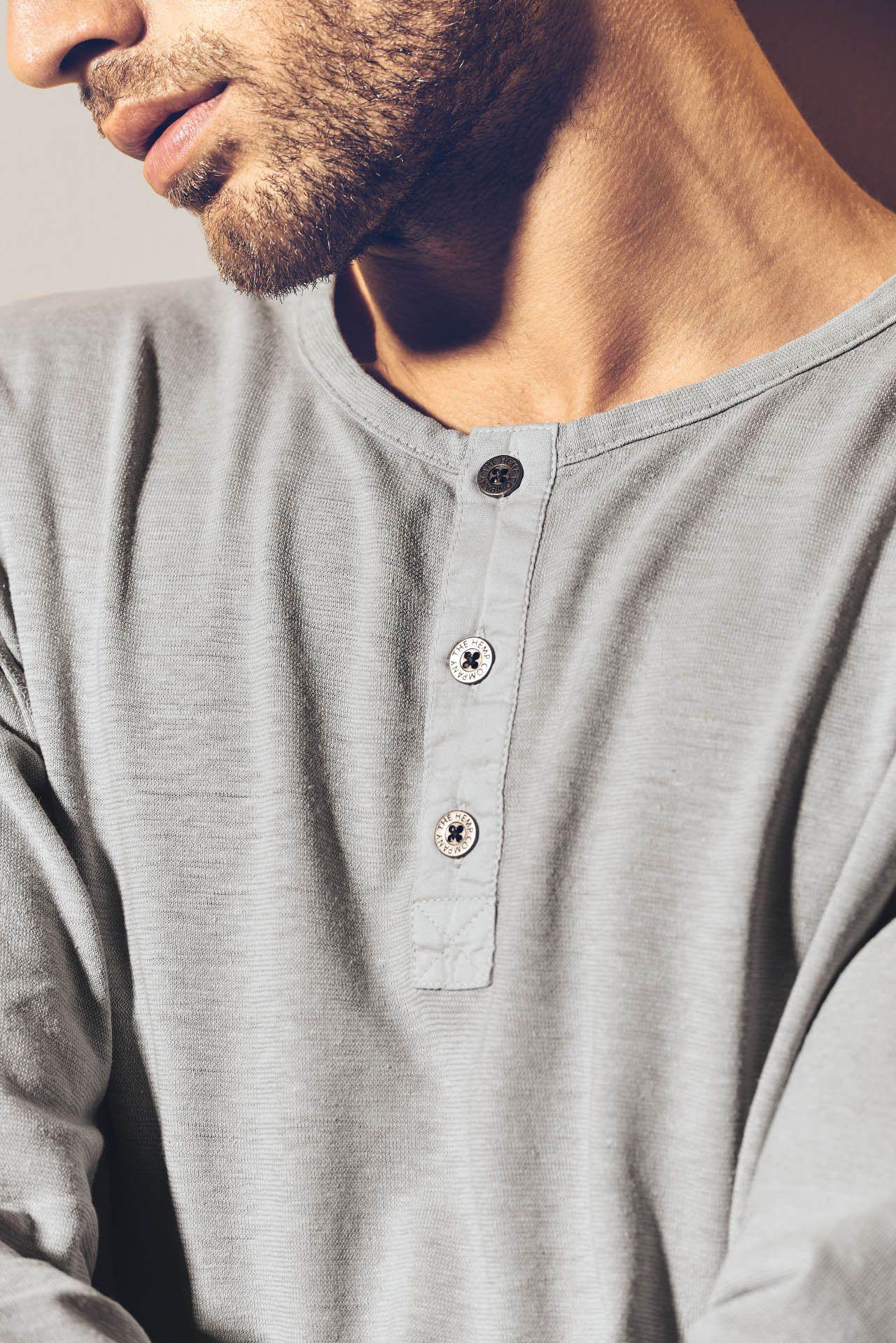 Detalle camiseta manga larga hombre con botones