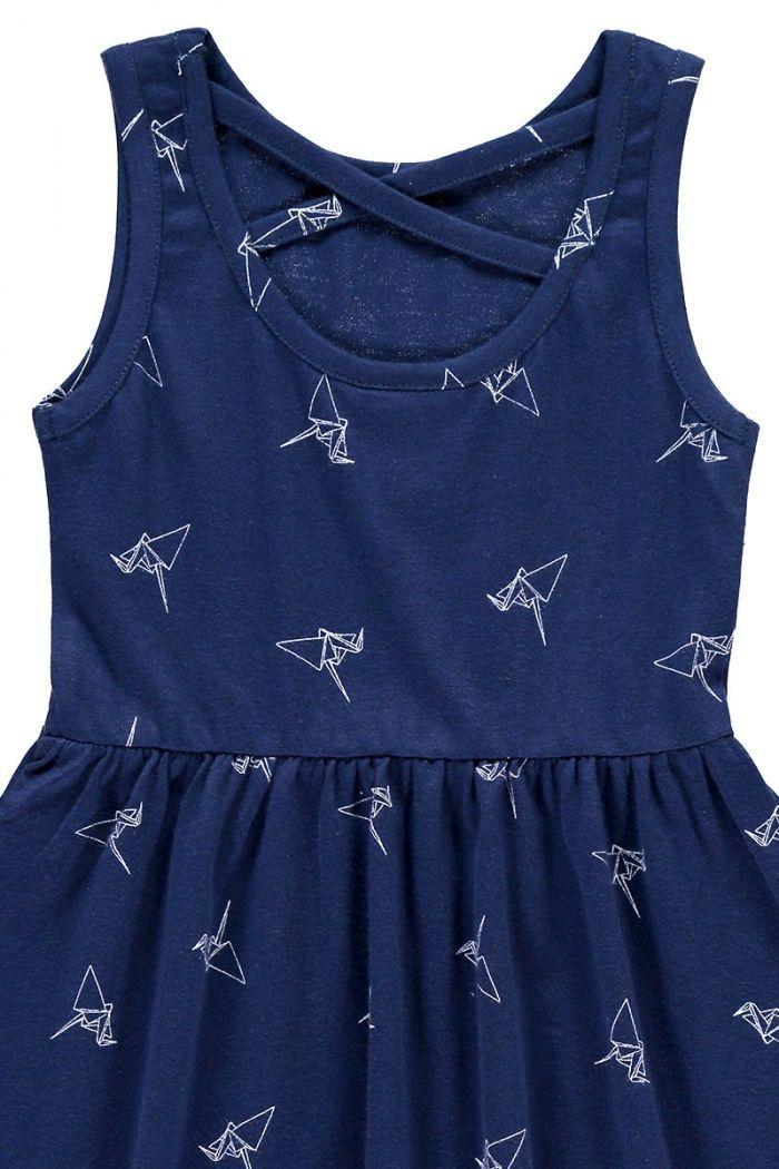 Detalle vestido infantil tirantes azul estampado origami