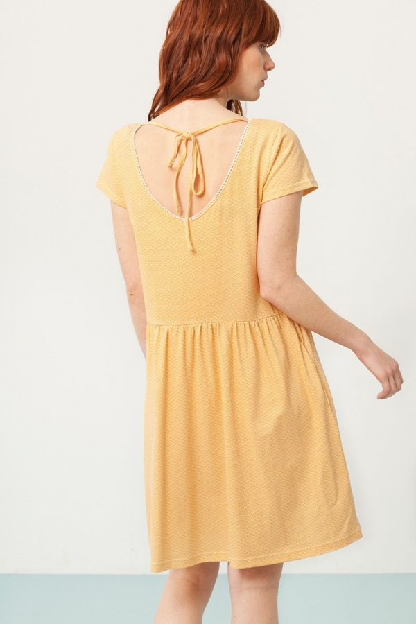vestido oversize estampado abanicos espalda