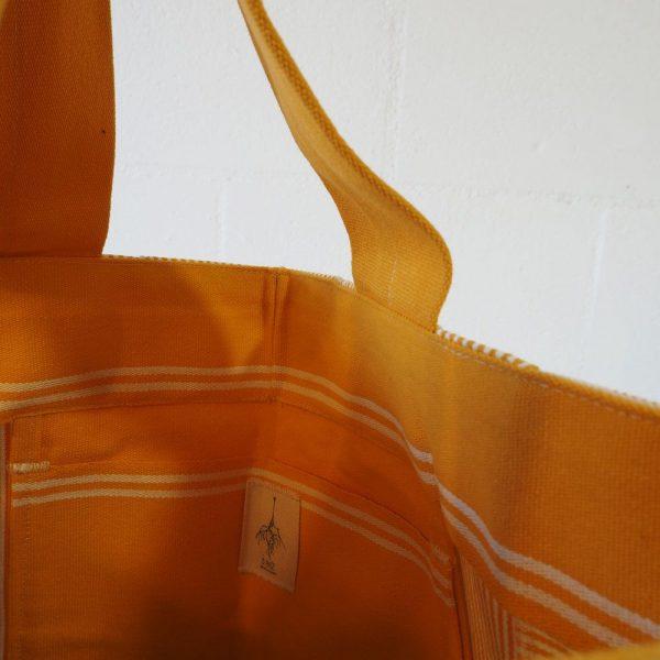 Bolsillo interior bolso playa de rayas amarillas y blancas