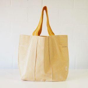 Bolso de playa de rayas amarillas y blancas