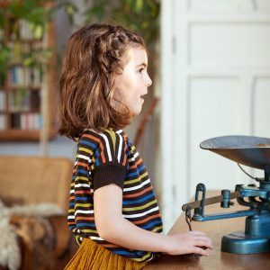 Camiseta infantil con rayas multicolor