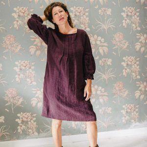 Vestido de lino ecológico con manga abullonada color berenjena