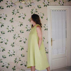 Vestido de lino largo sin mangas color aguacate lateral