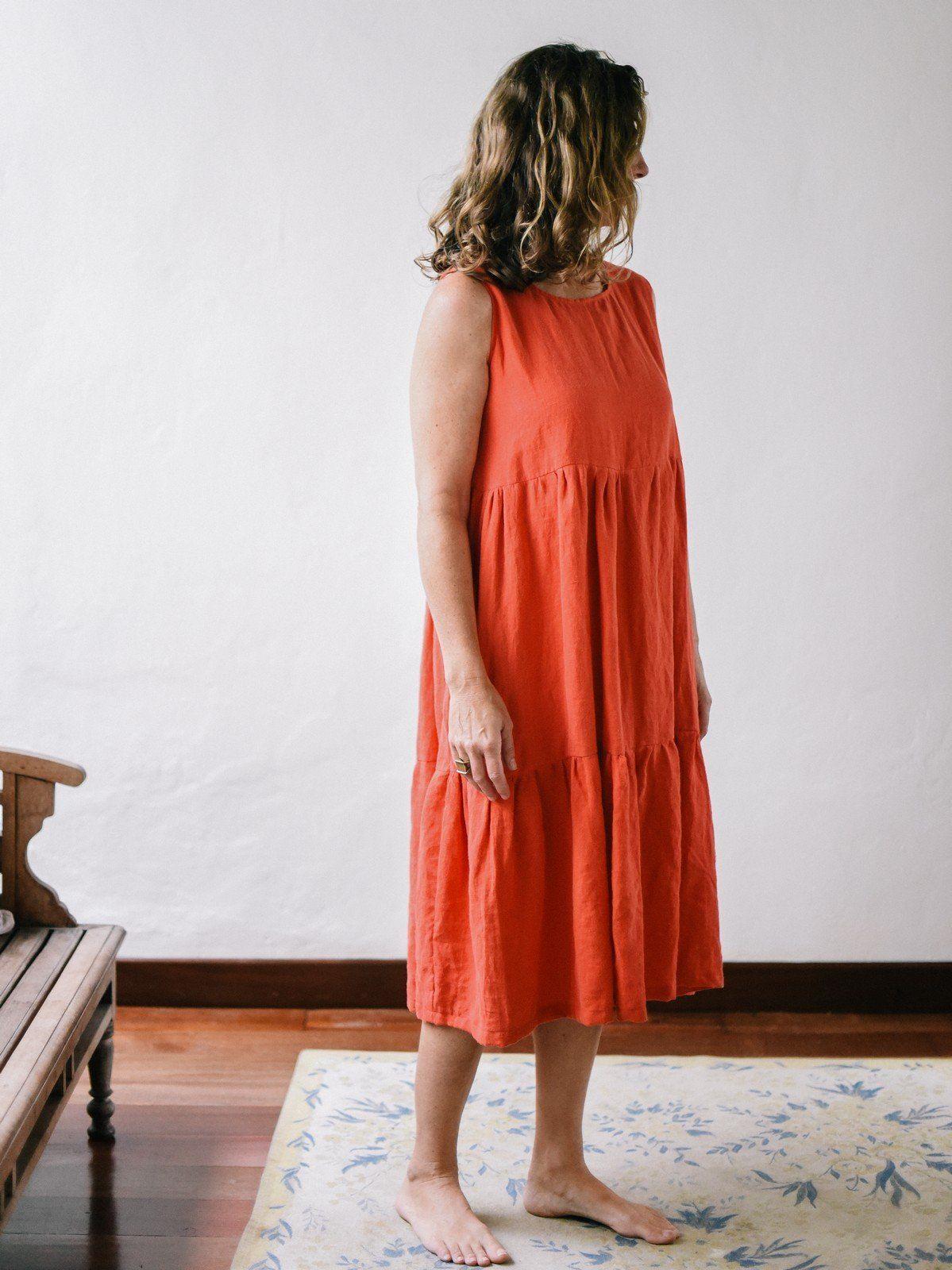 Vestido midi de lino con volantes color amapola