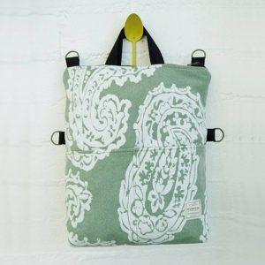 Bolso-mochila de tapicería verde reciclada