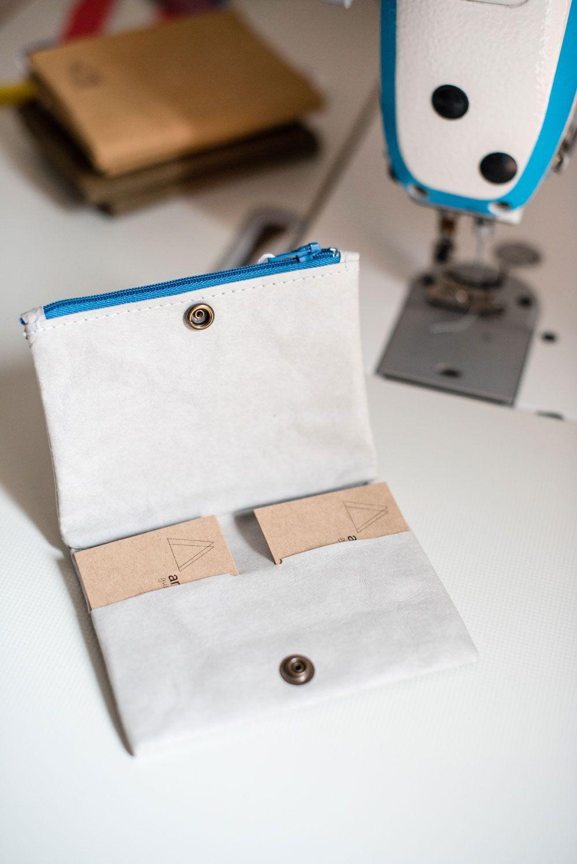 Elaboración de cartera de papel lavable