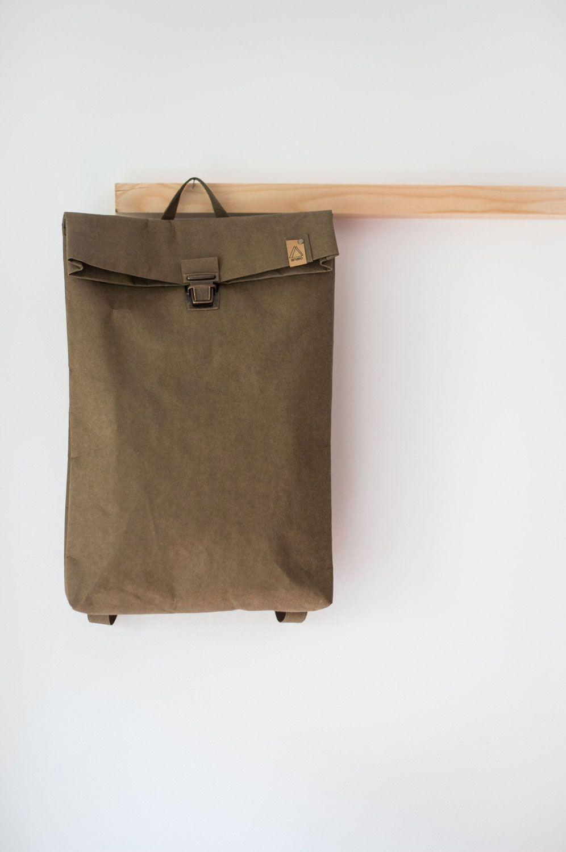 Mochila papel backpack grande colgada perchero