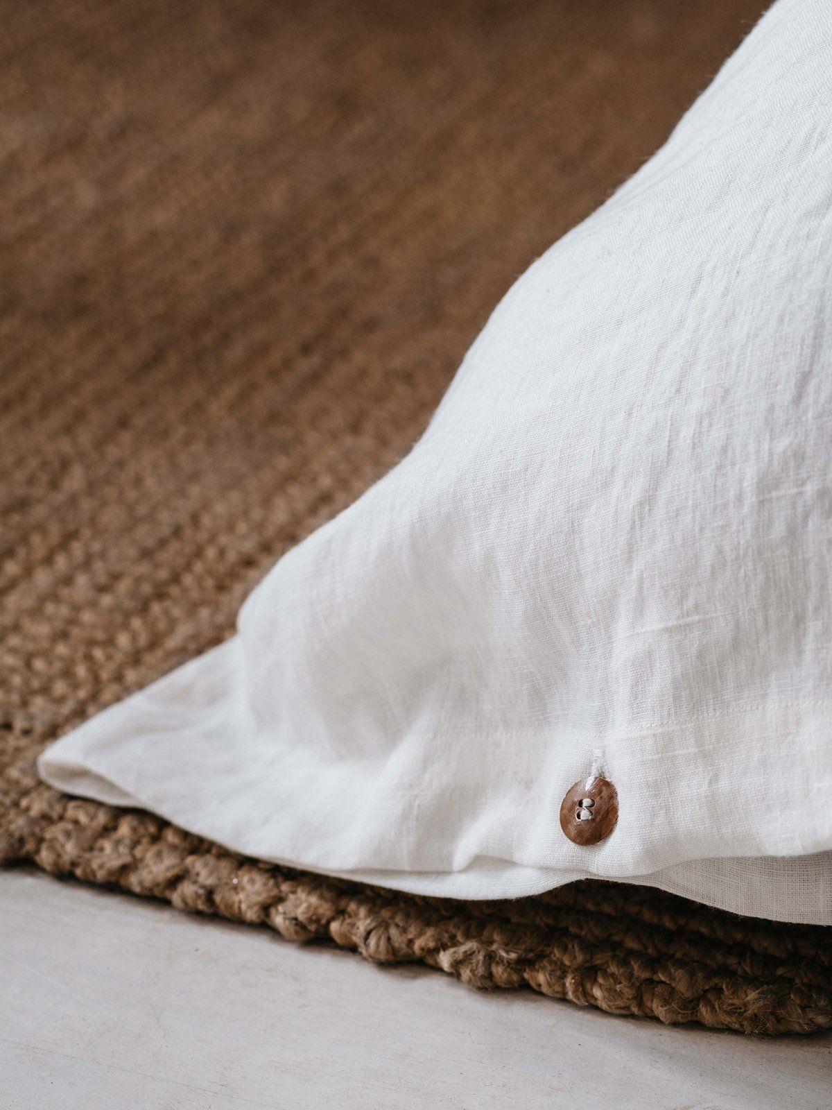 Funda almohada de lino lavado blanco detalle