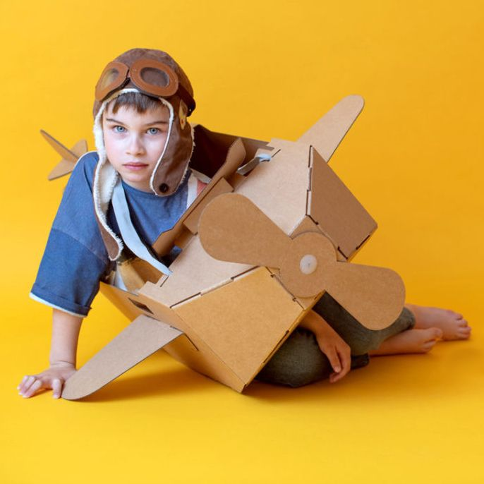 Avión de cartón, juguete sostenible