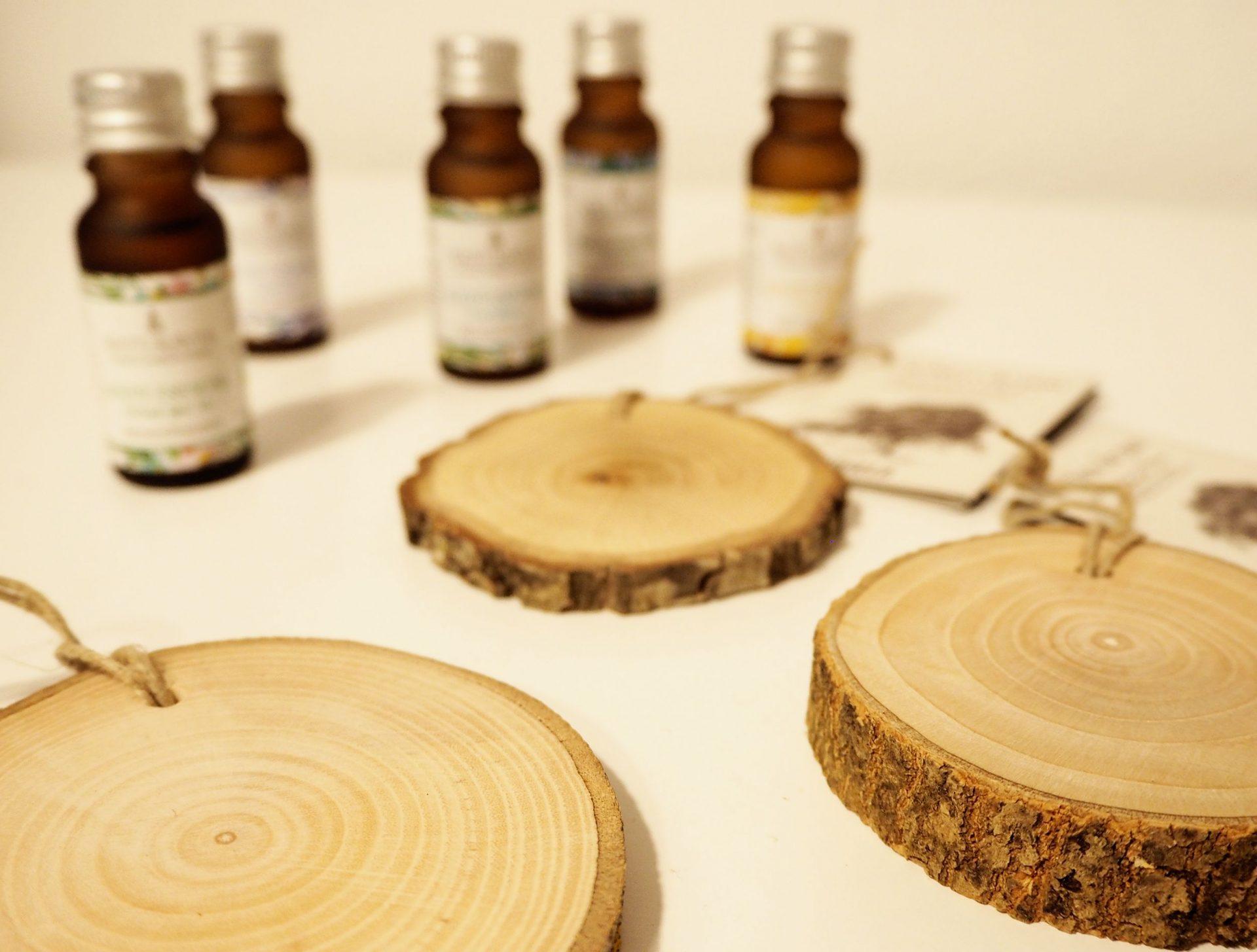 Ambientador de madera para colgar