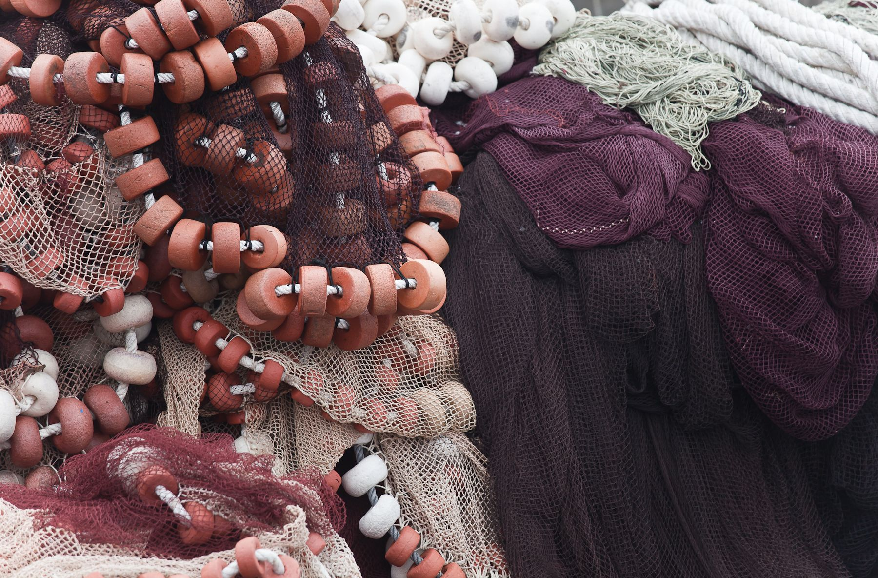 Cholita Corme recicla redes de pesca