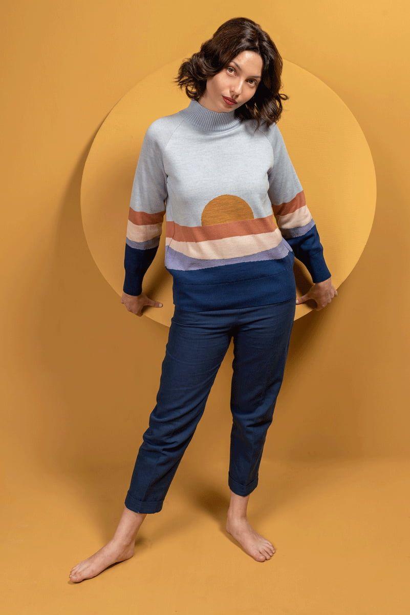 Jersey azul de lana merino mujer con paisaje