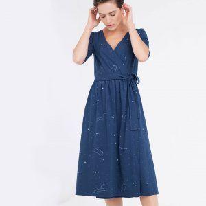 Vestido cruzado azul estampado constelaciones