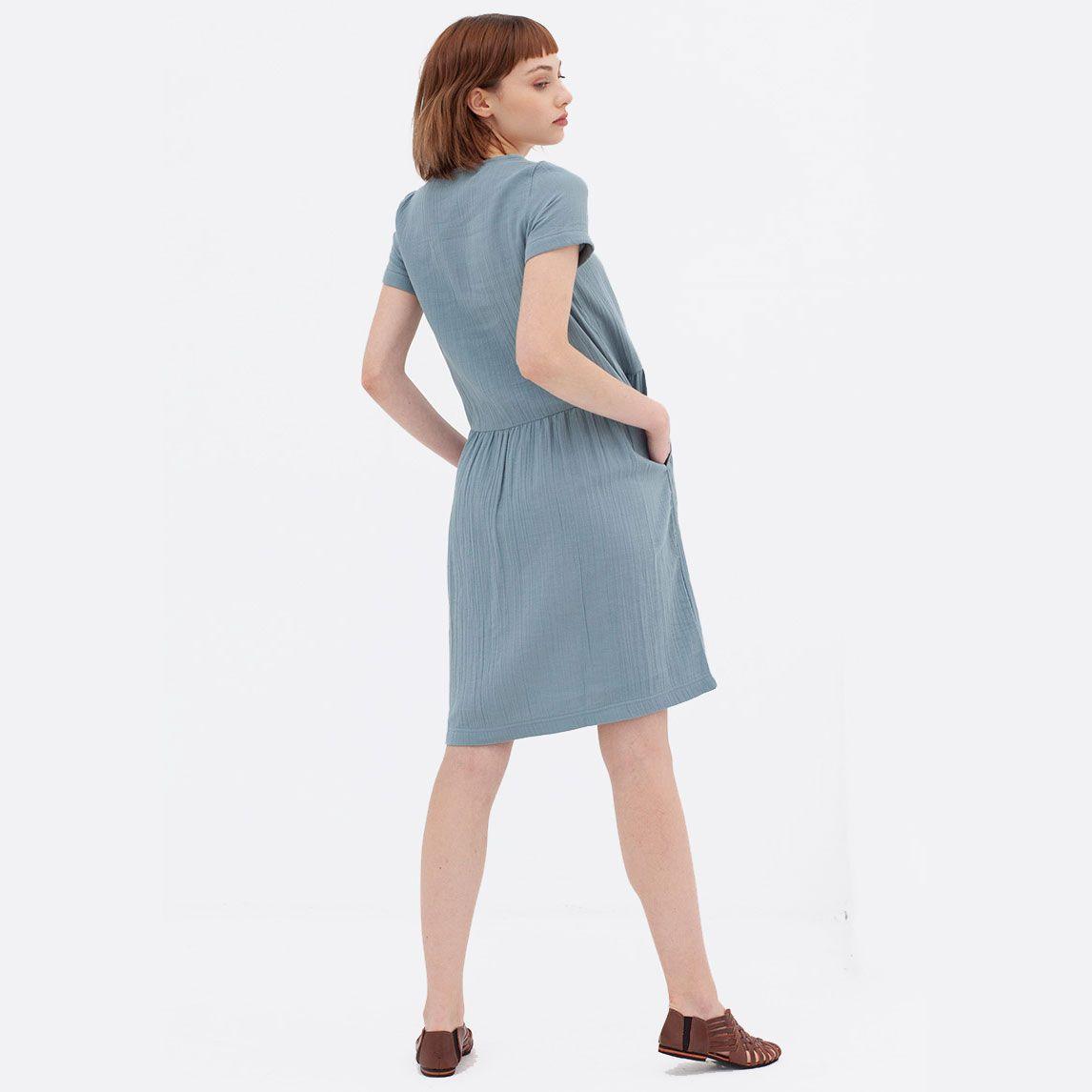 Espalda vestido ecológico azul de manga corta
