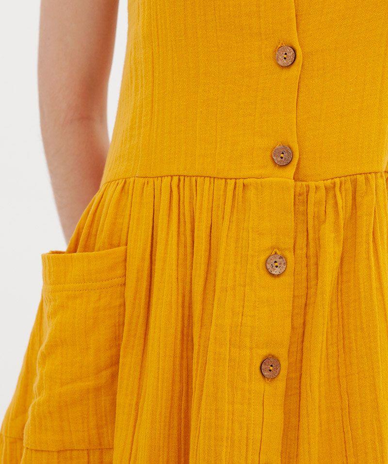 Vestido mostaza de algodón orgánico con botones de coco