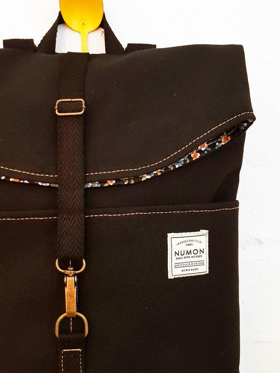 Detalle mochila negra Numon