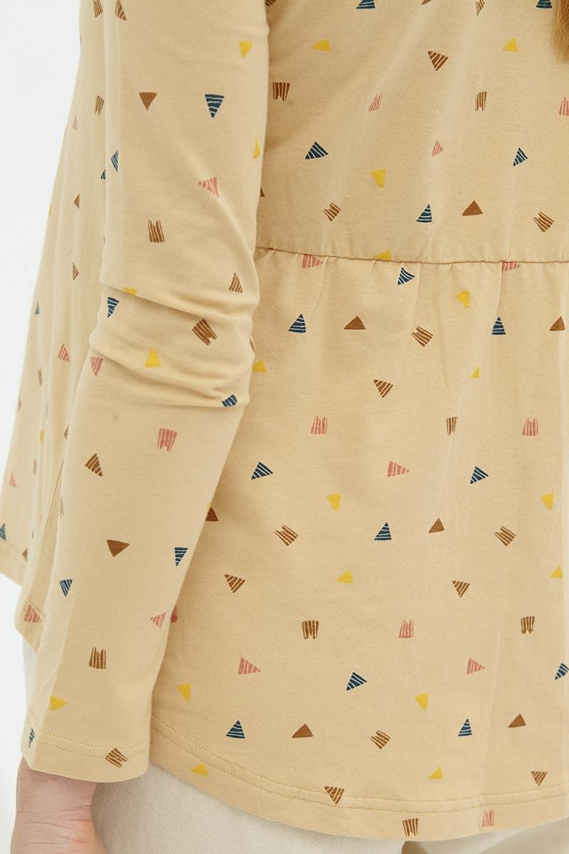 Estampado triángulos blusa manga larga beige
