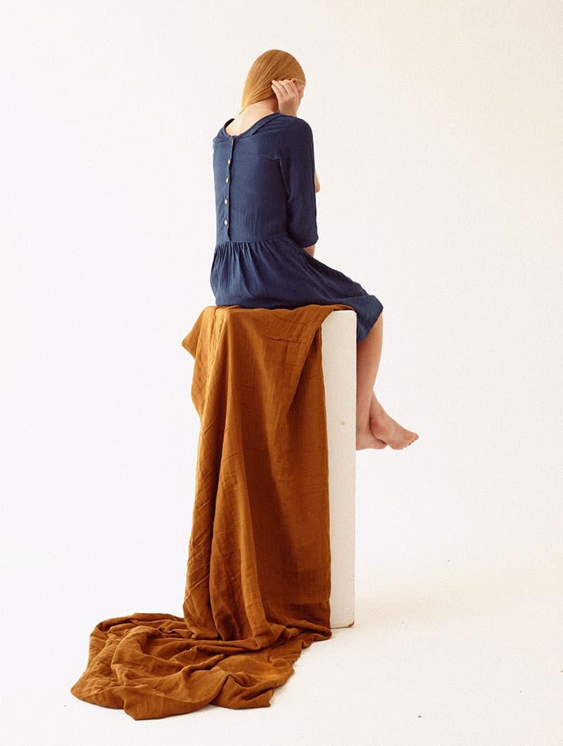 Vestido azul marino espalda-abotonada ropa sostenible mujer