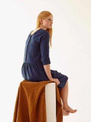 Vestido azul marino muselina sostenible mujer