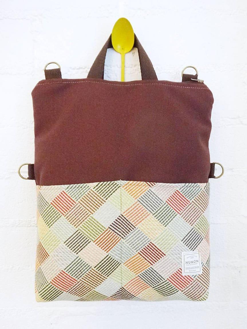 Bolso-mochila burdeos tapicería reciclada