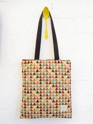Bolso tote bag con triángulos de tela reciclada