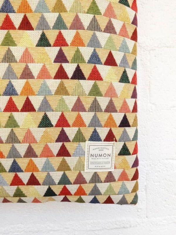 Detalle bolso tote bag upcycling triángulos colores