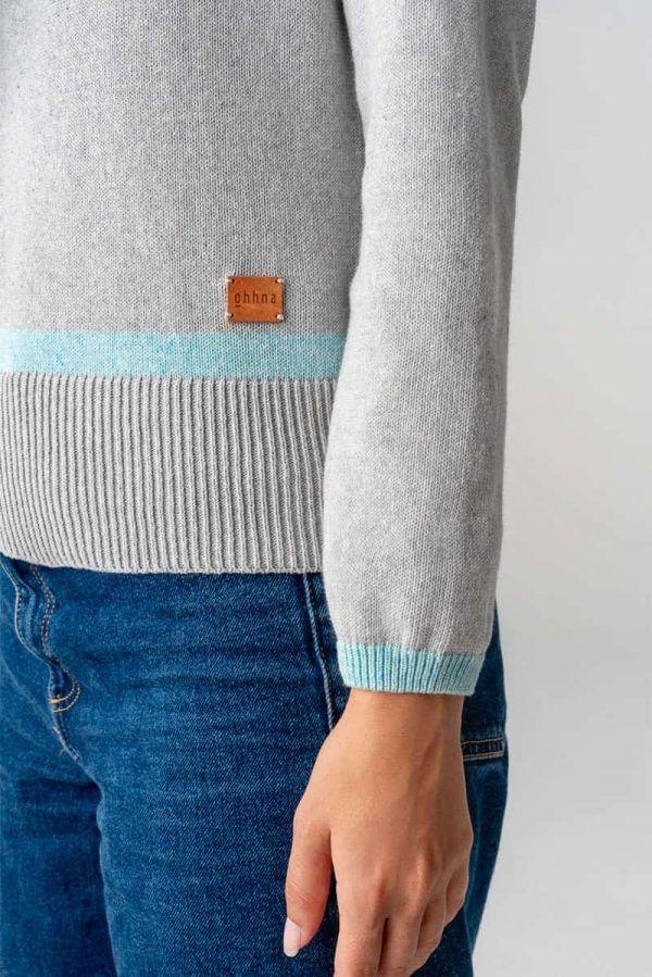 Detalle manga jersey cuello alto algodón orgánico mujer